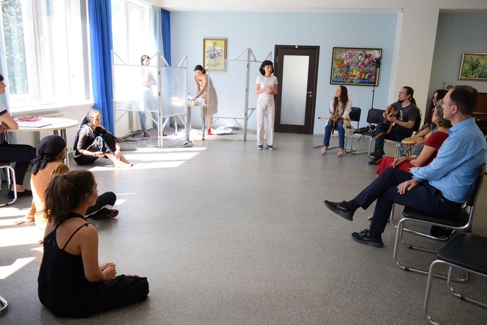 Poetic-art performance by Inna Britvina
